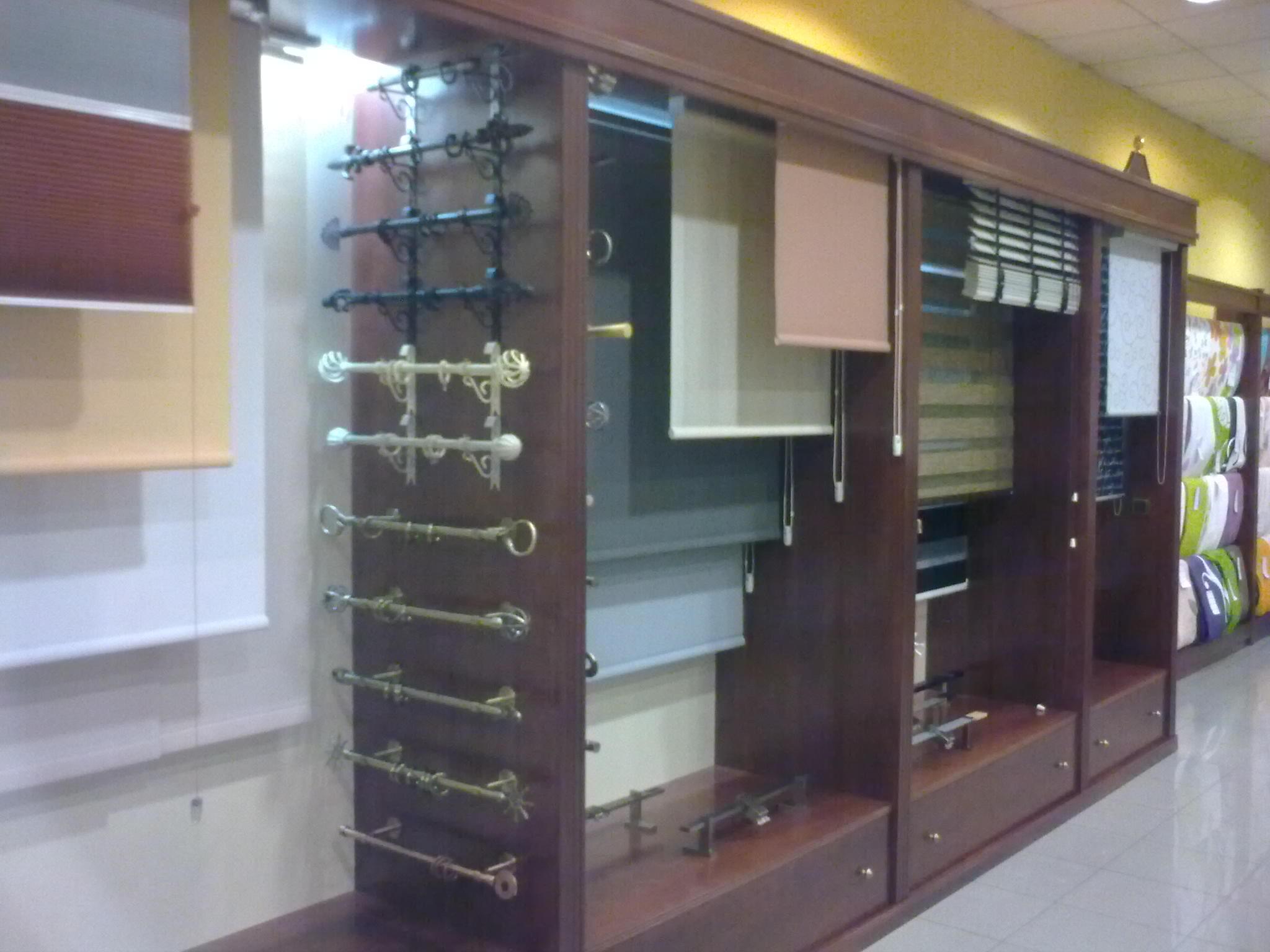 Cortinas para cada ventana tejidos el mundo for Muestrario cocinas